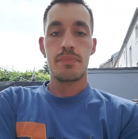 José, 27, Luxembourg