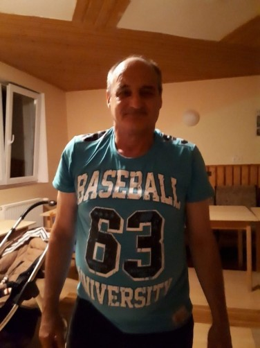 Ion, 65, Voluntari