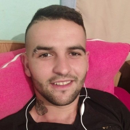 Lucian, 26, Corby
