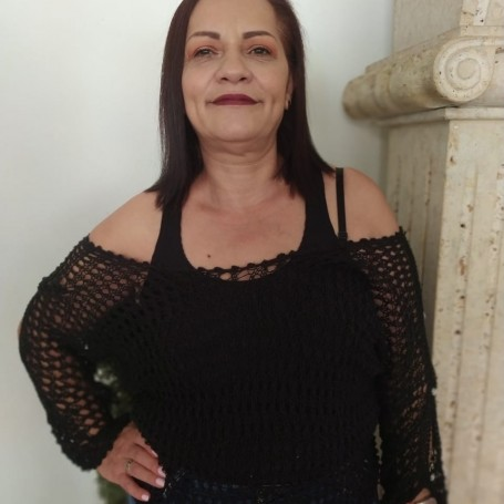 Lucy, 51, Bello