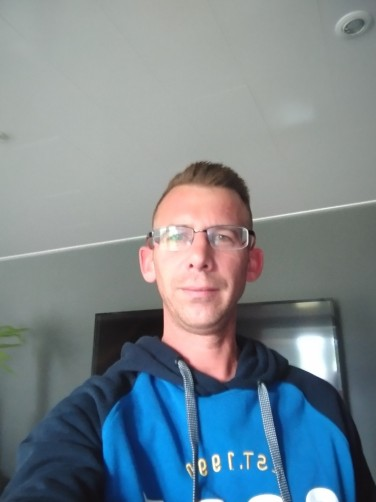 Julien, 35, Saint-Hubert