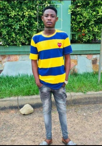 Cobby, 23, Akropong