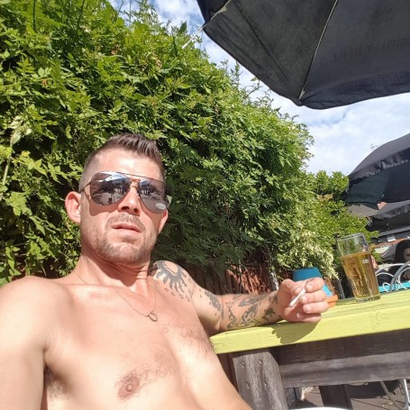 Ion, 36, Burton upon Trent