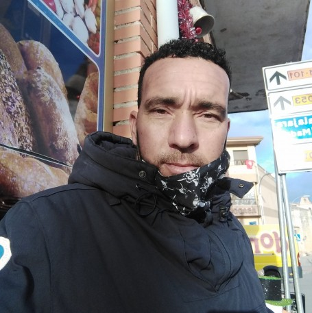Mohamed, 40, Madrid